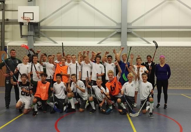FC Groningen C1 traint met het floorball talententeam